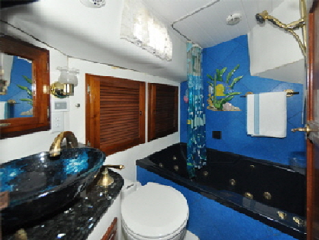 Aft-bathroom
